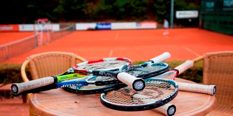 Tennis vergadering.jpg